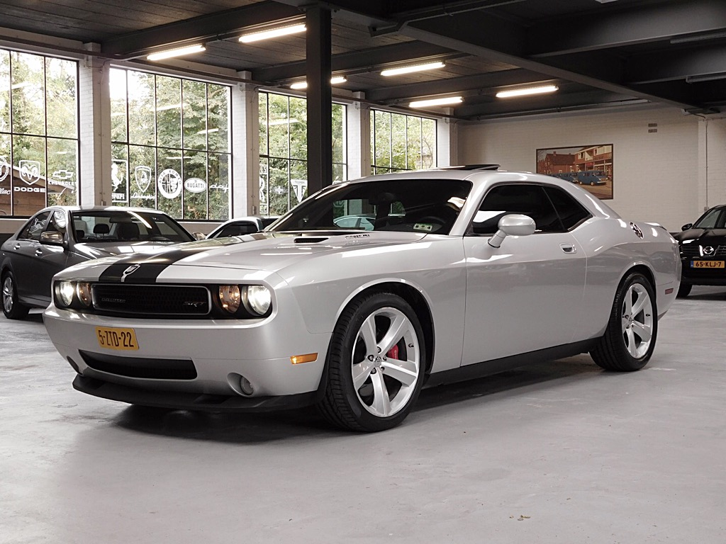 Dodge Challenger SRT 8